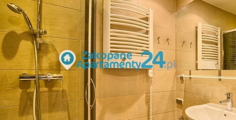 apartament w zakopanem na sprzedaż łazienka z prysznicem