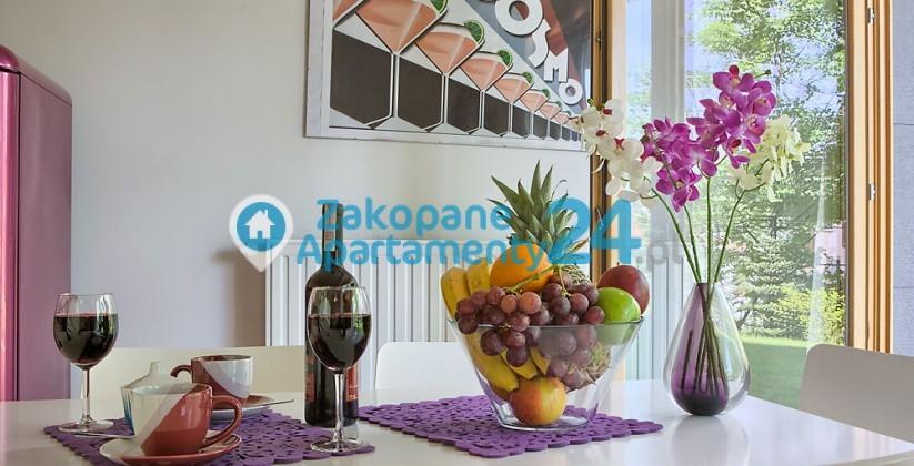 aquapark 2 - apartament w Zakopanem - stół w jadalni