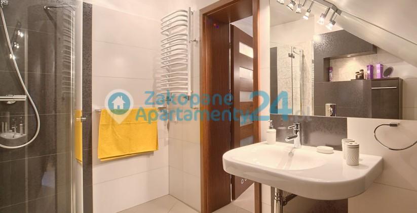 zakopane centrum apartament łazienka z prysznicem