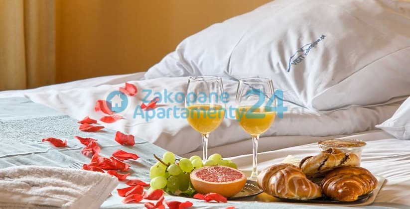 wygodne łóżko w apartamencie w Zakopanem
