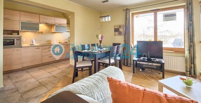 salon i kuchnia w apartamencie w Zakopanem