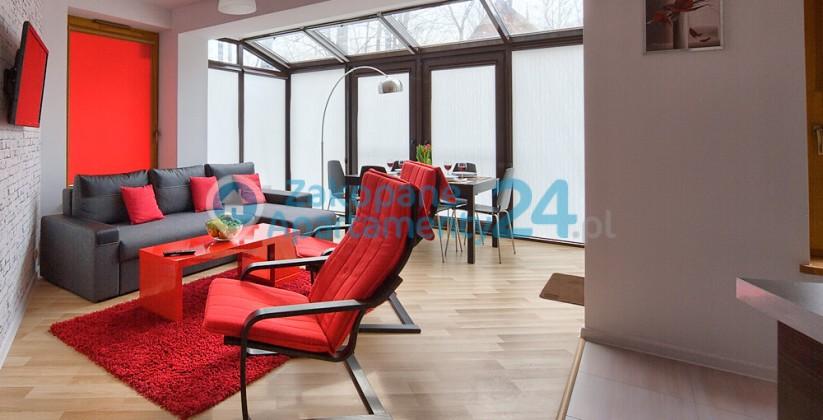 widok na salon i oranżerię w apartamencie w Zakopanem