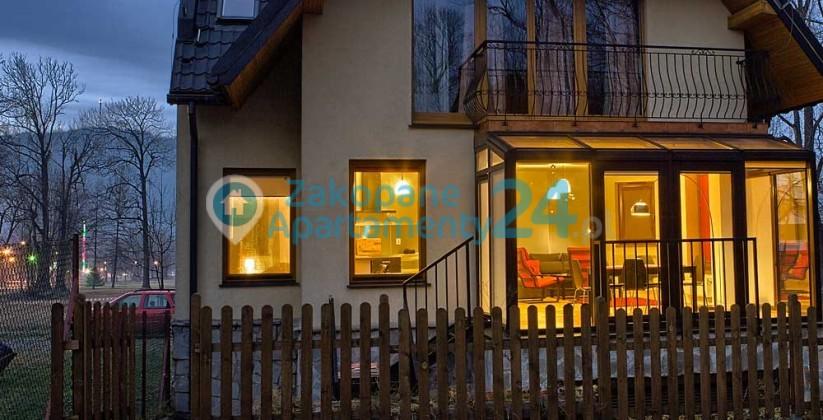 widok na rozświetlony apartament Krupówki 2