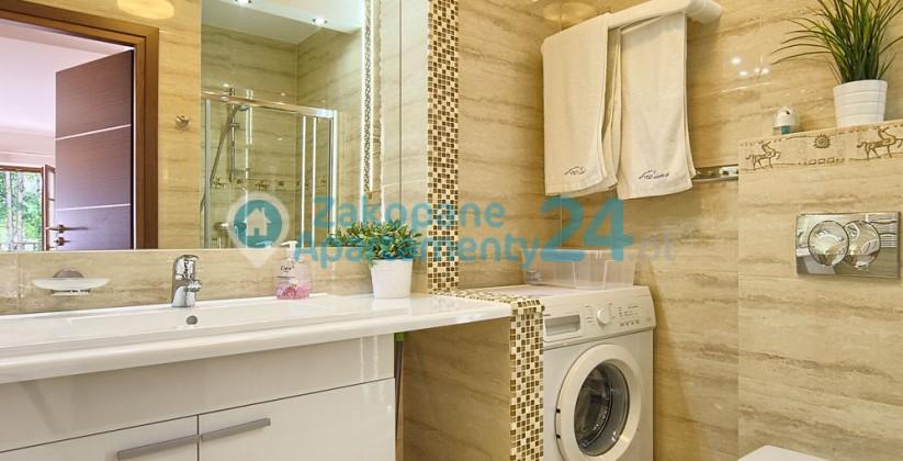 apartament w Zakopanem Sienkiewicza 2 łazienka z pralką