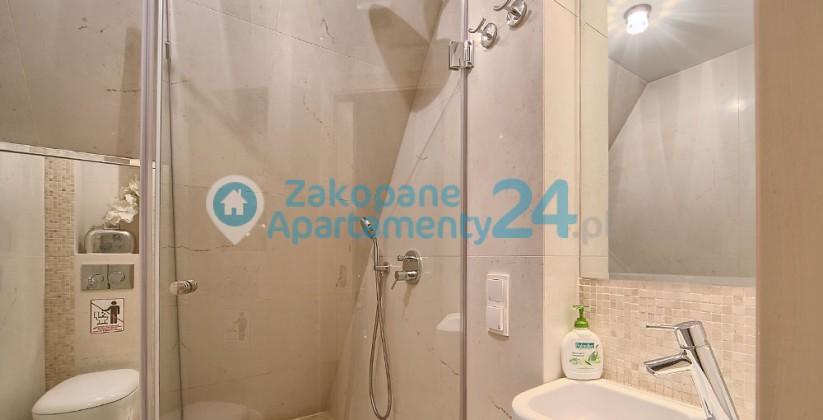 Nowoczensa łazienka w apartamencie Szymoszkowa 1