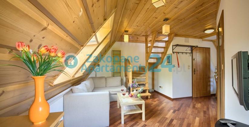 Wykończony w drewnianej stylistyce Apartament Tetmajera 1