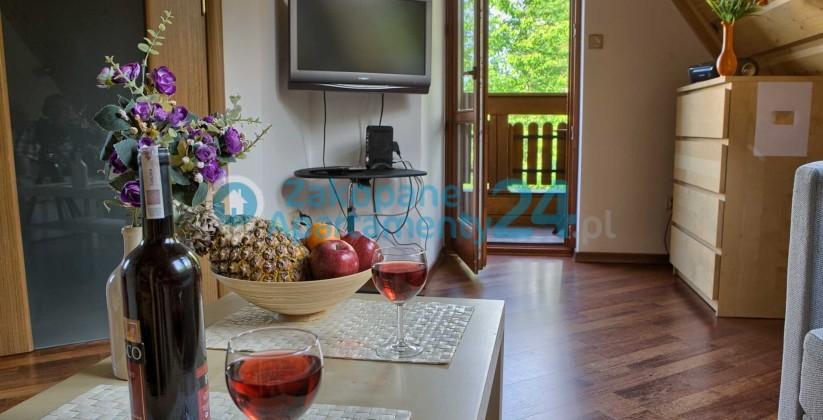 Salon z wyjściem na balkon z Apartamentu Tetmajera 1