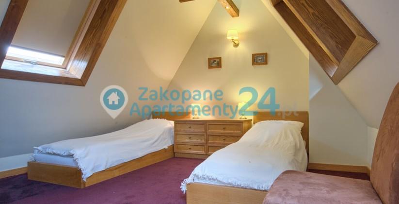 sypialnia z dwoma łóżkami w apartamewncie Zakopane
