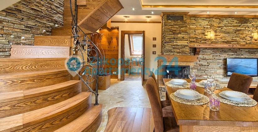 apartament stół i schody