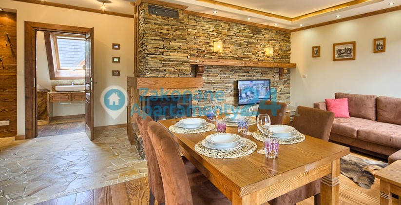 przestronny salon i jadalnia w apartamencie w Zakopanem Szymoszkowa